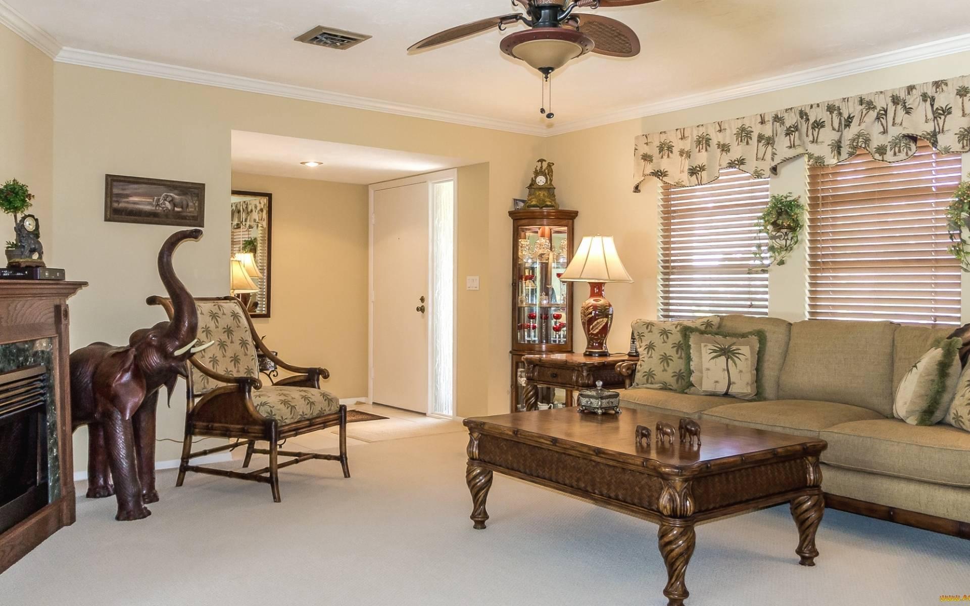 Обои гостиная, диван, столик, кресло