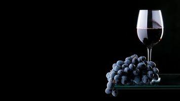Бесплатные фото бокал,вино,красное,виноград,гроздь,фон черный