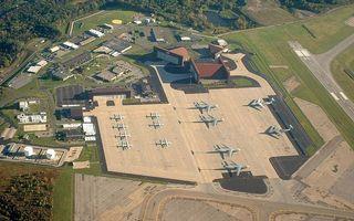Заставки аэродром, самолеты, здания, строения, взлетная полоса, вид сверху
