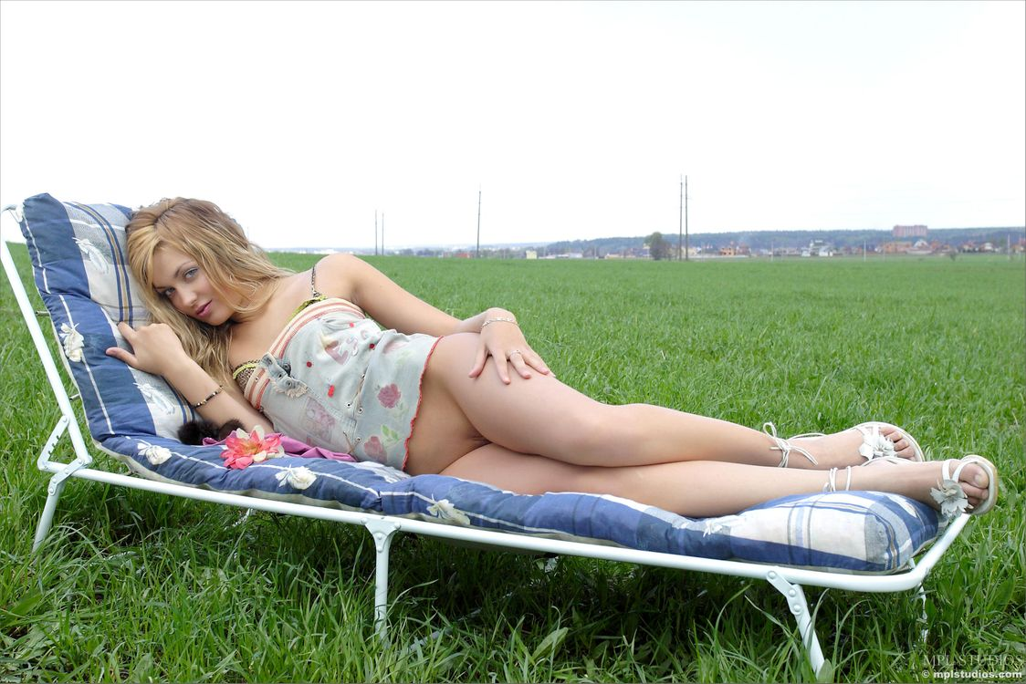 Фото бесплатно Lilya, красотка, голая, голая девушка, обнаженная девушка, позы, поза, сексуальная девушка, модель, эротика, эротика