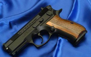 Бесплатные фото пистолет,ствол,затвор,курок,рукоять,материал синий