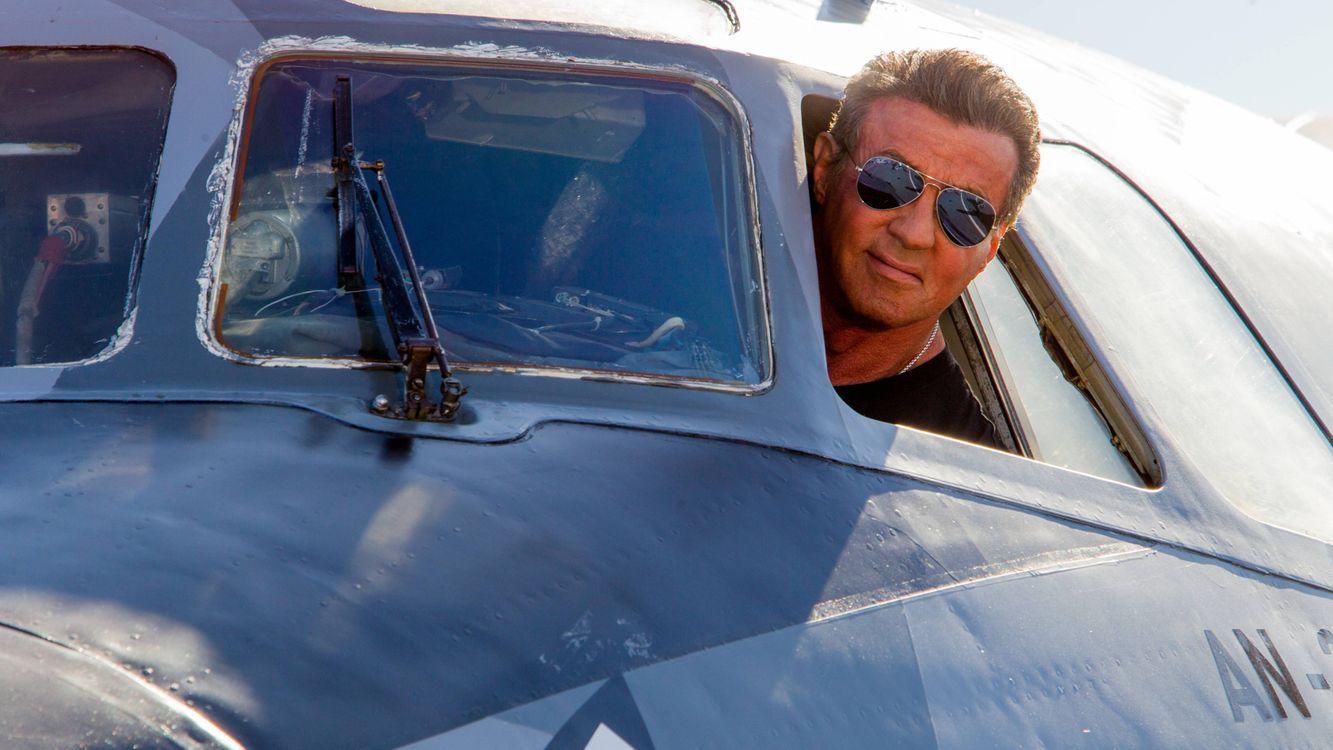 Фото бесплатно Сильвестр Сталлоне, актер, режисер, самолет, пилот, очки, мужчины