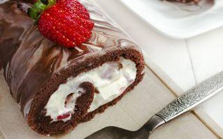 Бесплатные фото десерт,рулет,крем,ягода,клубника,пленка,лопаточка