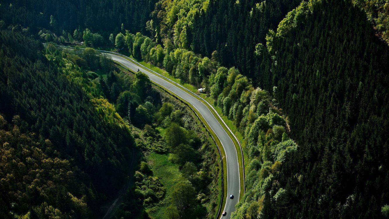 Фото бесплатно дорога, асфальт, машины, трава, деревья, горы, пейзажи