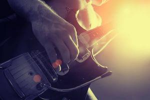 Заставки гитара,струны,мужчина,свет