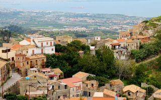 Бесплатные фото дома,крыши,улочки,растительность,побережье,море