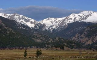 Бесплатные фото предгорье,равнина,горы,деревья,вершины,снег,небо