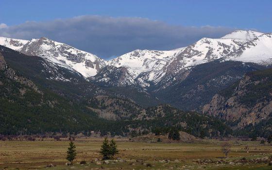 Фото бесплатно предгорье, равнина, горы, деревья, вершины, снег, небо, облака