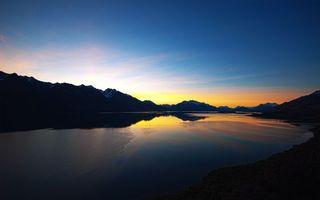 Бесплатные фото вечер,озеро,горы,вершины,снег,небо,закат