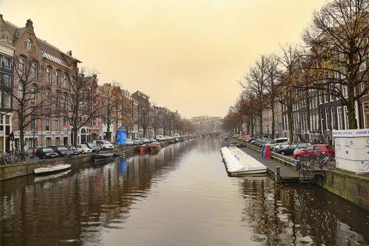 Красивая заставка амстердам, расположен в провинции северная голландия