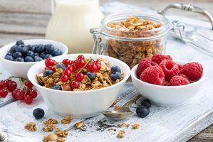 Бесплатные фото миска,гранола,голубика,десерт,молоко,ягоды,малина