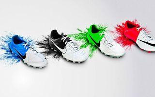 Бесплатные фото бутсы,найк,обувь футболистов,краска,фон белый