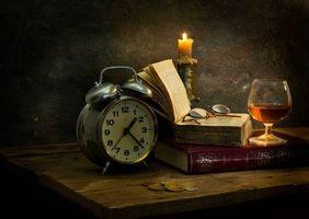 Бесплатные фото натюрморт,композиция,свеча,часы,книги,бокал,вино