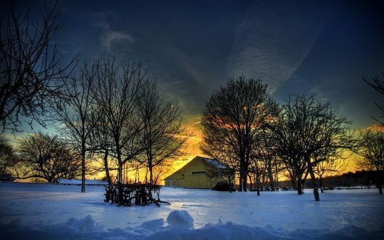 Фото бесплатно зима, строение, деревья, снег, небо, облака