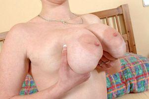 Бесплатные фото девушка,в кровати,сахарные груди