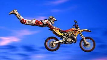Фото бесплатно мотофристайл, трюк, полет
