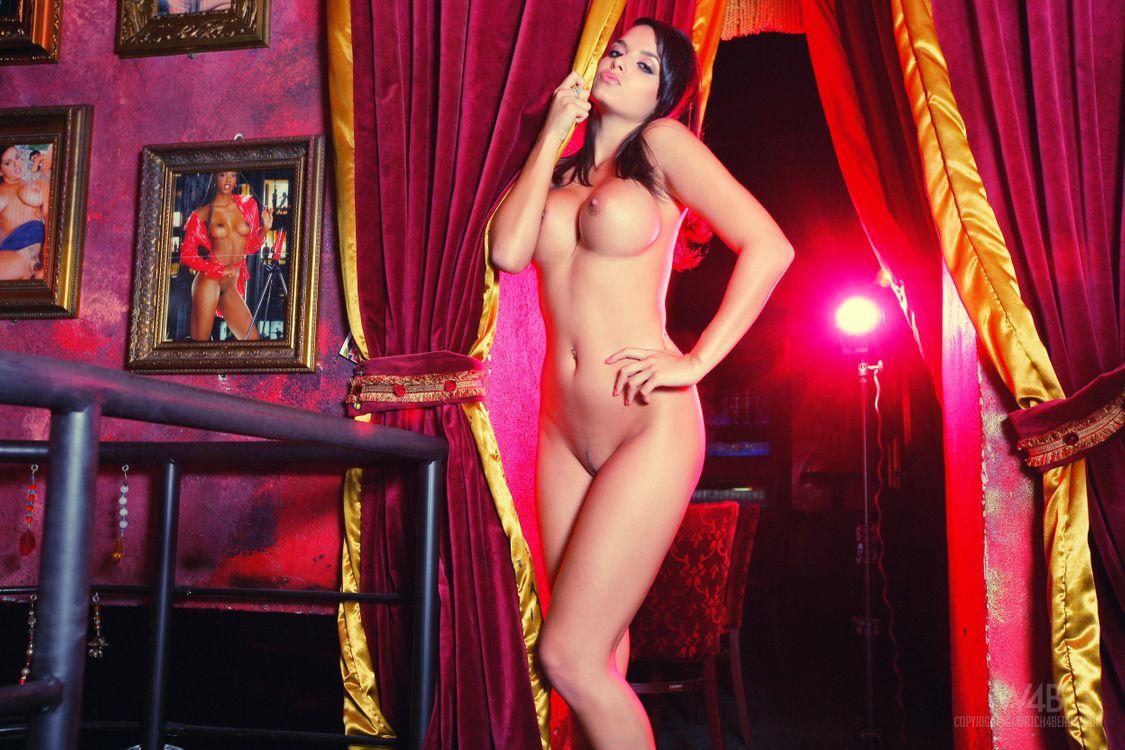 Стриптис с голыми девушками, Стриптиз русских девушек на 19 фотография