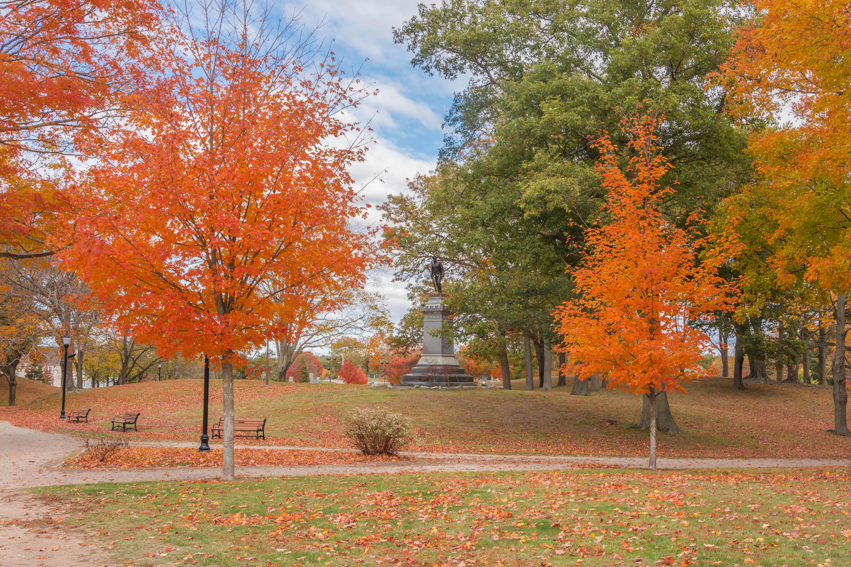 обои Уитмен Парк, Мемориал с войны солдата, Массачусетс, осень картинки фото