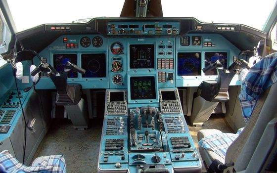 Заставки кабина самолета, кресла, штурвалы
