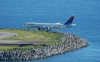 Бесплатные фото самолет,пассажирский,посадка,взлетная полоса,море