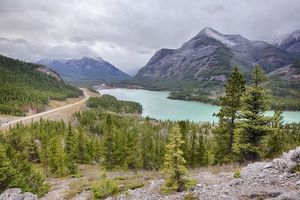 Бесплатные фото : Kananaskis Barrier lake,озеро,горы,деревья,пейзаж