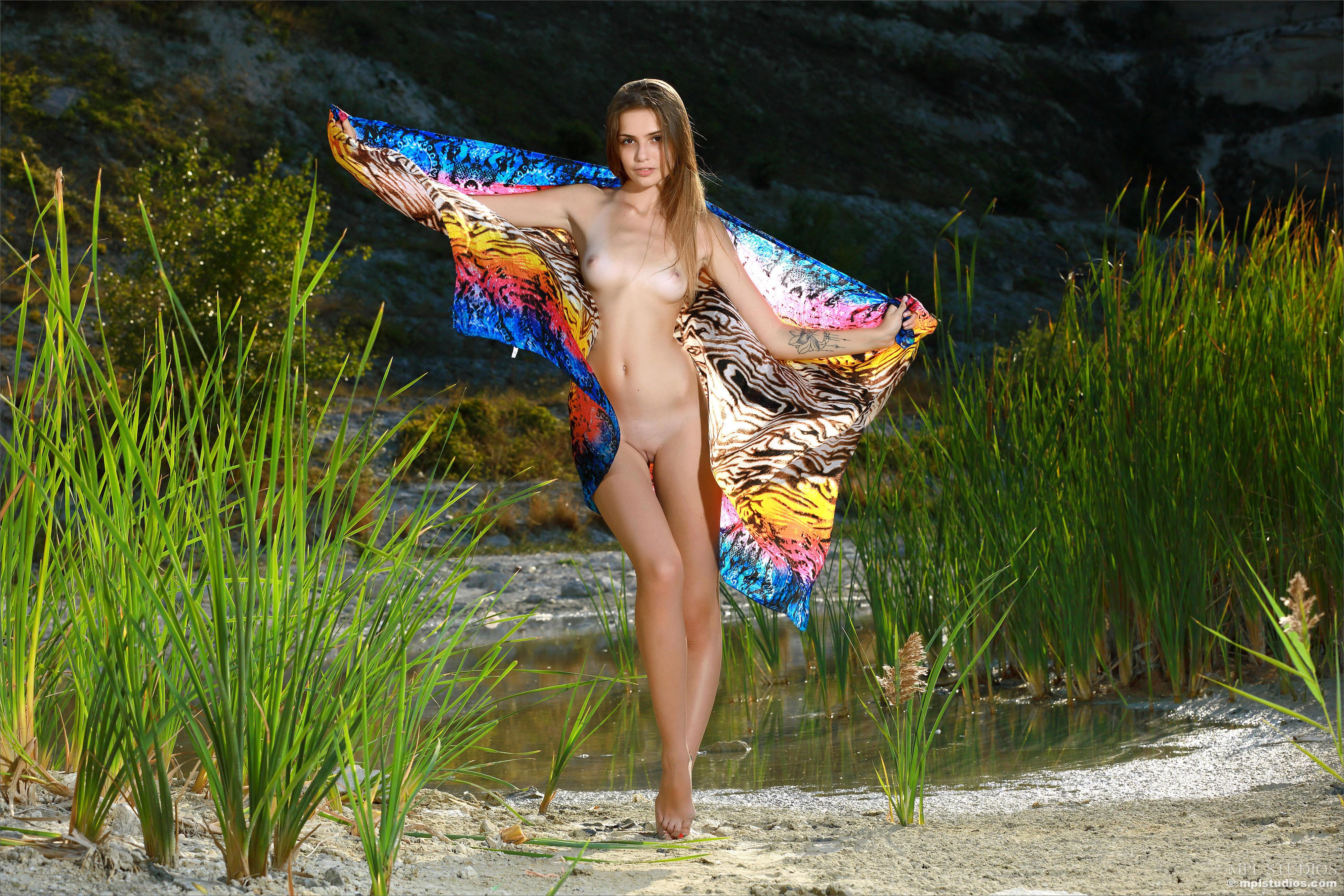 Elle, красотка, голая