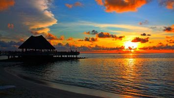 Бесплатные фото вечер,берег,пирс,беседка,люди,море,горизонт