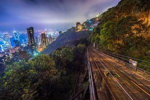 Фото бесплатно железная дорога, край горы, небоскребы