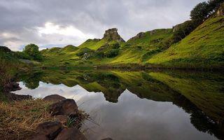 Бесплатные фото озеро,гладь,отражение,горы,трава,камни,деревья