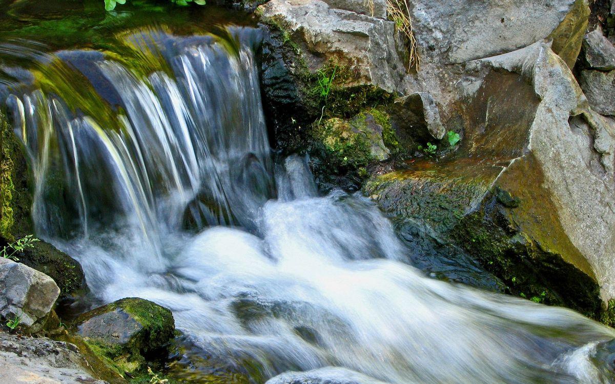 Фото бесплатно ручей, вода, течение, водопад, камни, мох, природа