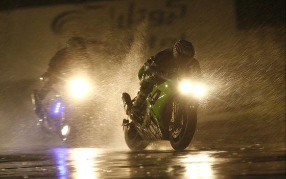 Фото бесплатно мотоциклы, ночь, дождь
