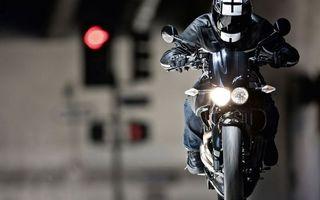 Бесплатные фото байк,фары,свет,зеркала,мотоциклист,шлем,скорость