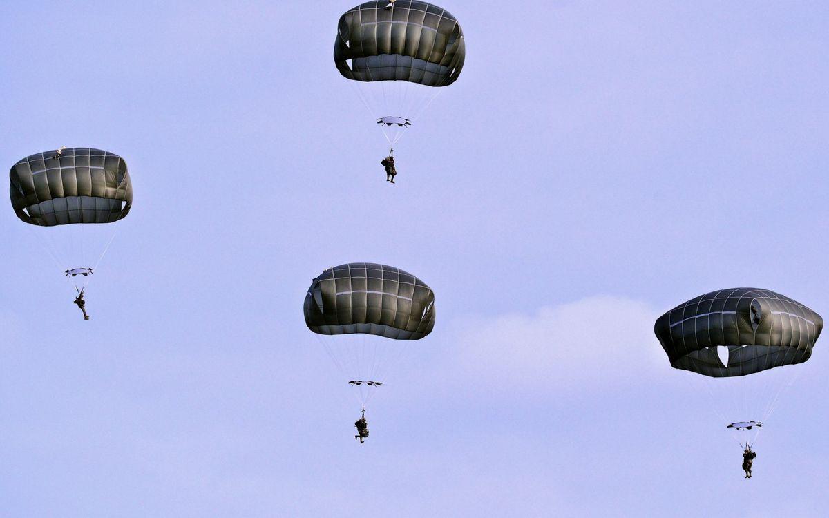 Фото бесплатно парашюты, купола, солдаты - на рабочий стол