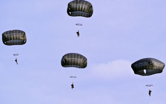 Фото бесплатно парашюты, купола, солдаты