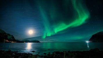 Бесплатные фото ночь,побережье,городок,огни,горы,море,небо