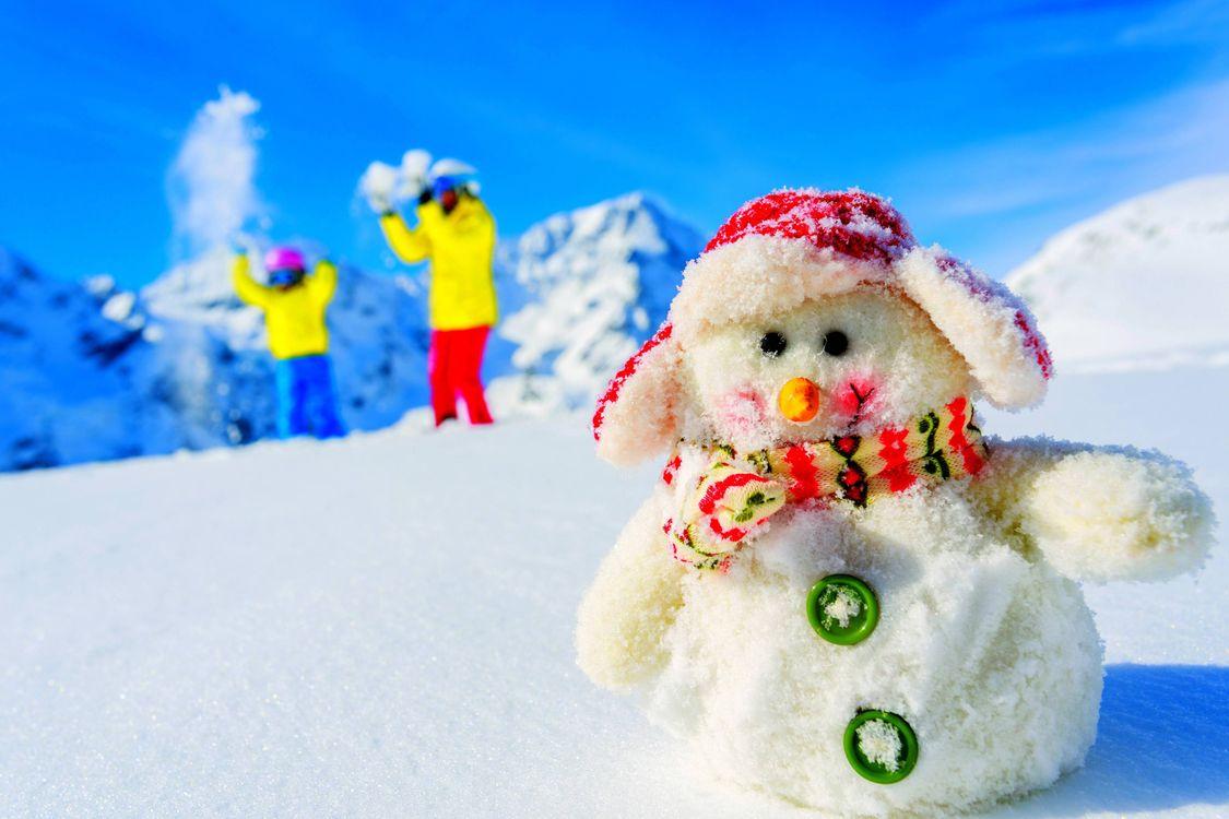 Фото бесплатно снеговик, люди, горы, сугробы, настроения