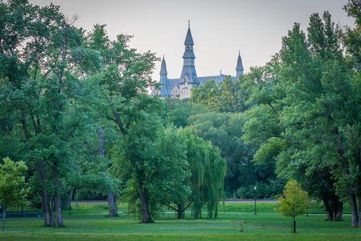 Заставки English Landin Park,Mackay Hall of Park University,Parkville,Missouri