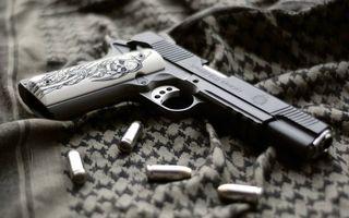 Бесплатные фото пистолет,ствол,затвар,курок,рукоять,рисунок,патроны