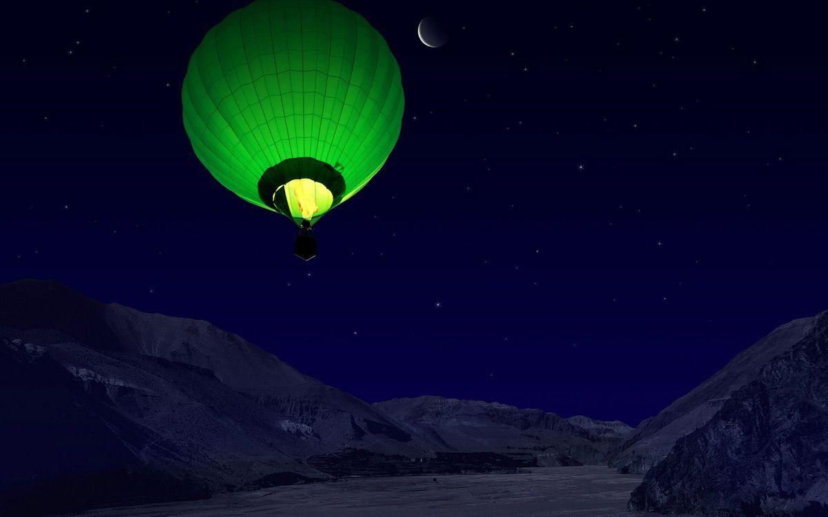 Фото бесплатно ночь, река, горы, воздушный шар, зеленый, пламя, огонь, полет, небо, месяц, звезды, разное