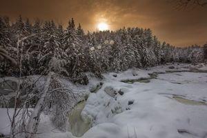 Бесплатные фото закат,зима,снег,сугорбы,река,лес,деревья