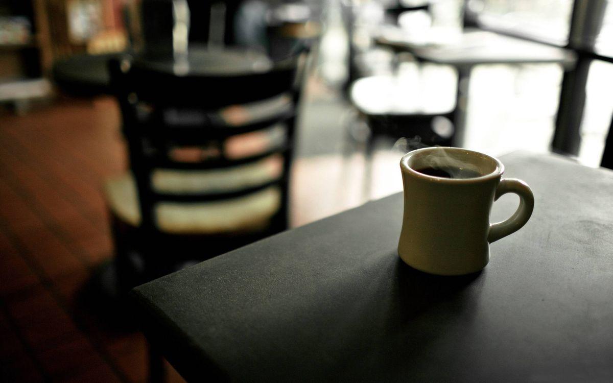 Фото бесплатно кофе, часка кофе, столик - на рабочий стол