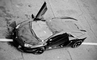 Бесплатные фото ламборджини,вид сверху,двери вверх,фары,диски,черно-белое