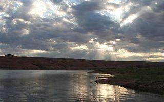 Фото бесплатно озеро, берег, холмы