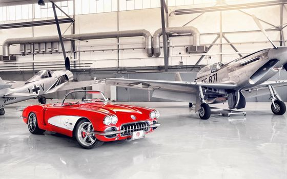 Бесплатные фото кабриолет,красный,классика,фары,диски,самолеты,ангар