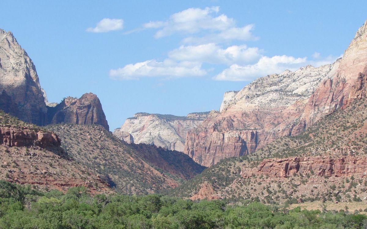Фото бесплатно каньон, деревья, растительность, горы, камни, небо, облака, природа