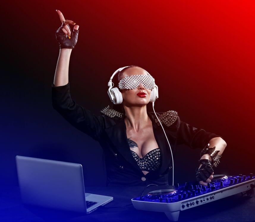 Фото бесплатно девушка диджей, музыка, настроение - на рабочий стол