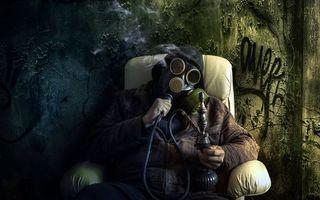 Бесплатные фото мужчина, кресло, противогаз, курит, кальян, дым