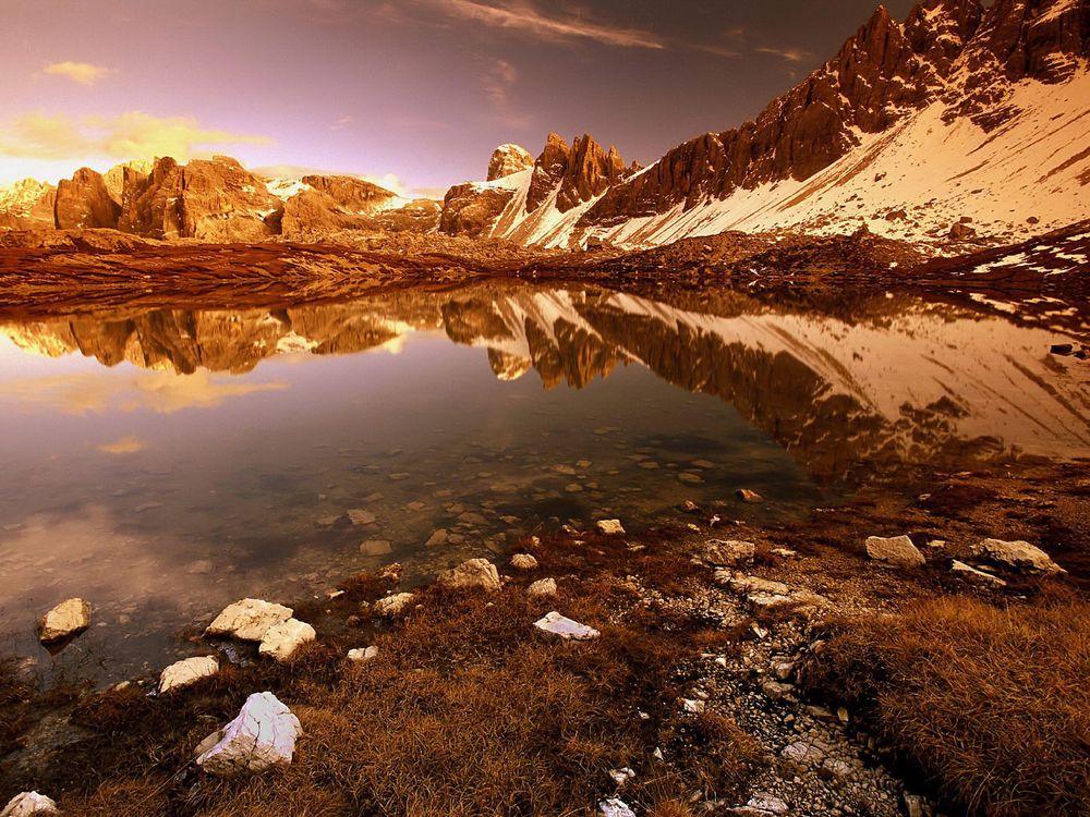 Фото бесплатно озеро, гладь, отражение, камни, горы, скалы, снег - на рабочий стол