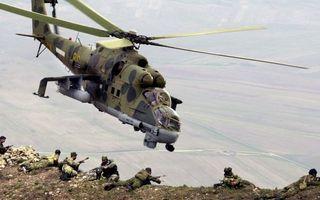 Заставки вертолет,военный,полет,гора,высота,солдаты,автоматы