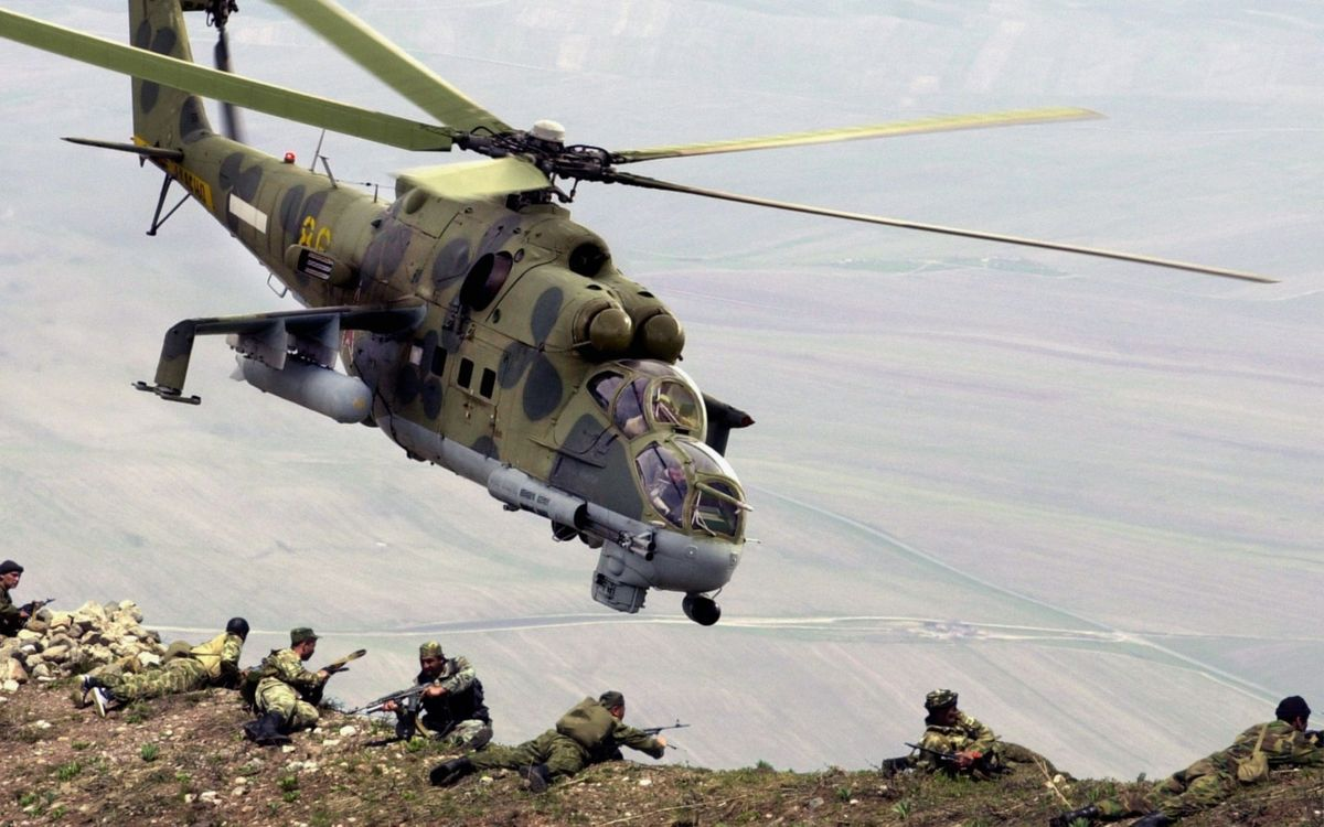 Фото бесплатно вертолет, военный, полет - на рабочий стол